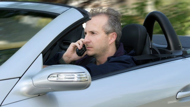 Federal Board Endorses Ban on Idiots Using Cell Phones While Driving