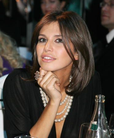 Everyone's in Love With Russian Billionaire's Dimbulb Curator Girlfriend