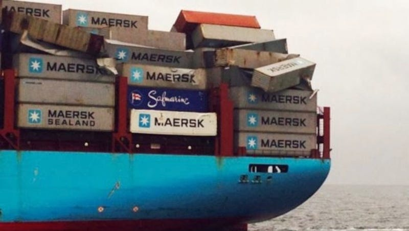 Huge Waves Knock More Than 500 Shipping Containers Into the Ocean