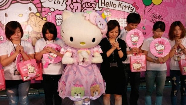 Hello Kitty Leads a Moment of Prayer