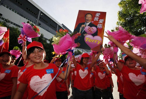 Foxconn Holds Anti-Suicide Rally in Shenzhen