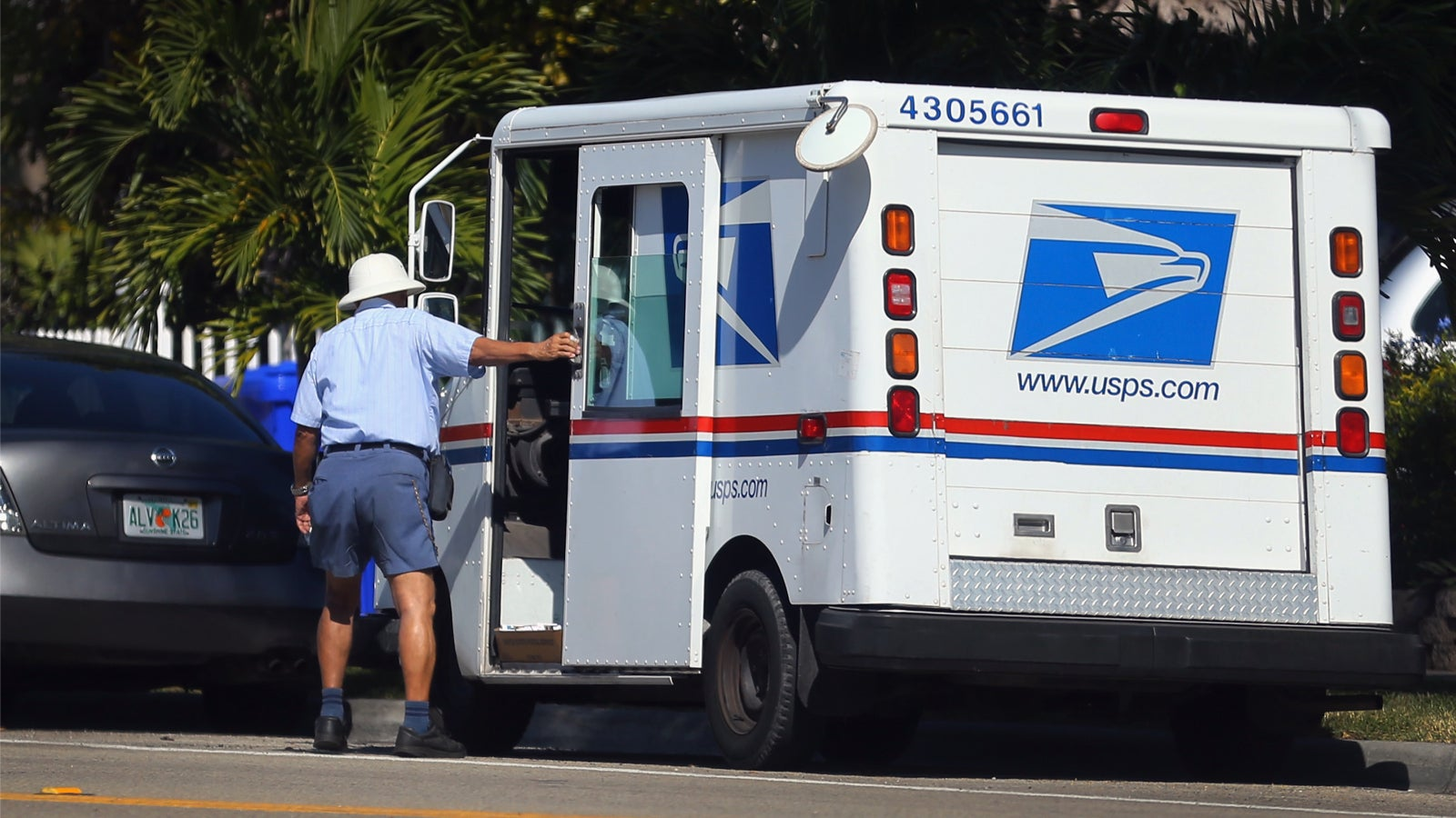 U.S. Postal Service: We Don't Have To Obey Traffic Laws!