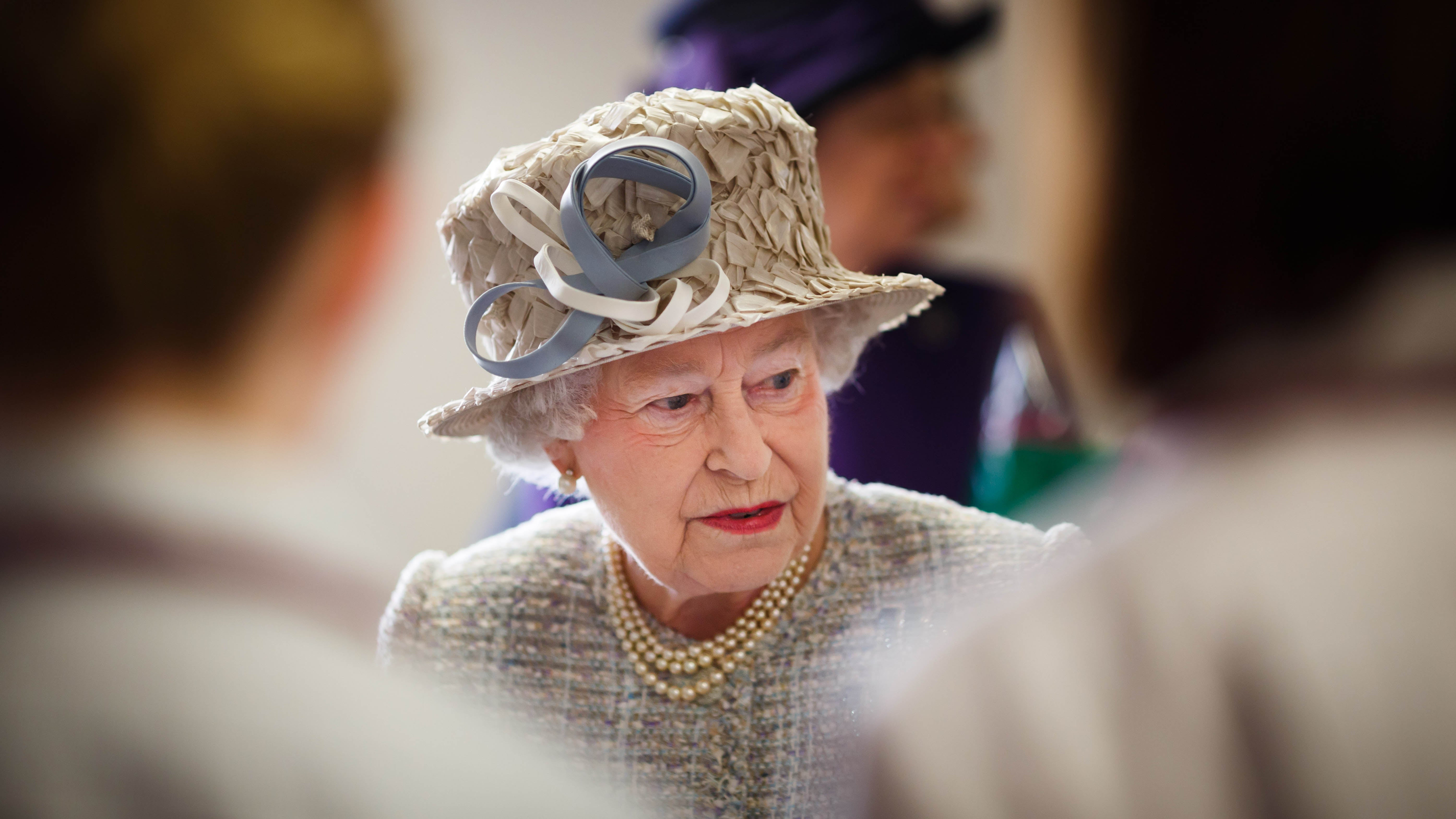 Queen of England Just Happens to Win England's '#1 Queen' Award