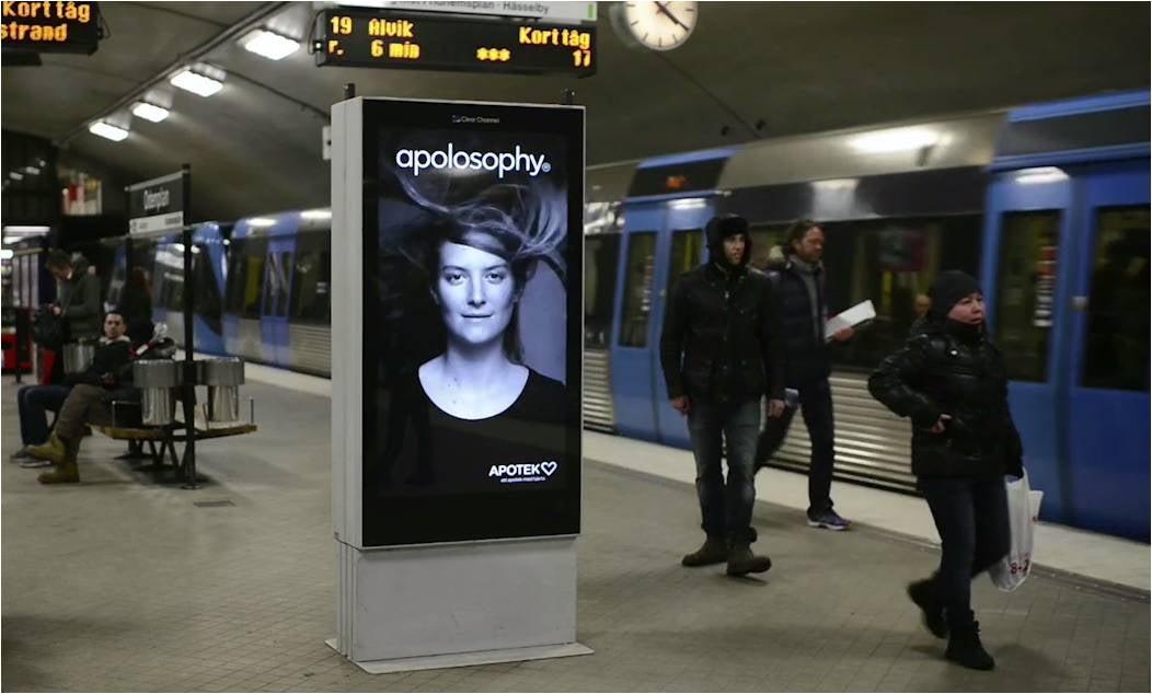 La modelo de este ingenioso anuncio cobra vida cuando llega el metro