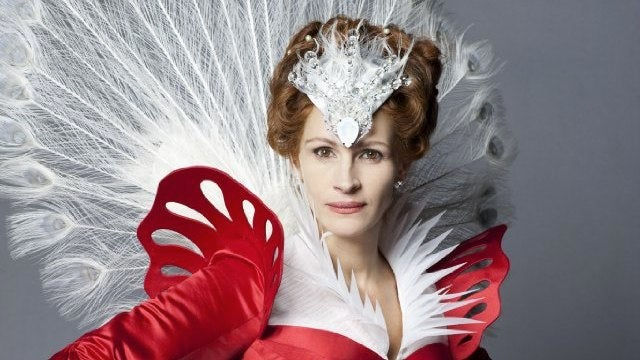 Watch Julia Roberts go full Schlockula Evil Queen in Tarsem Singh's Snow White movie trailer