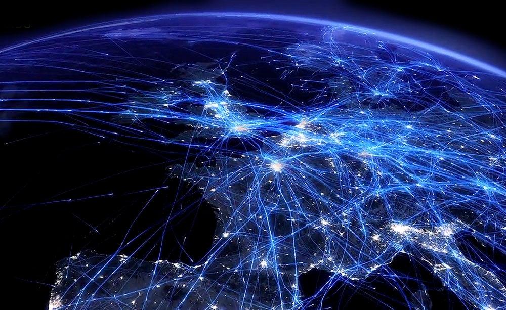 El hipnótico espectáculo de un día de tráfico aéreo sobre Europa
