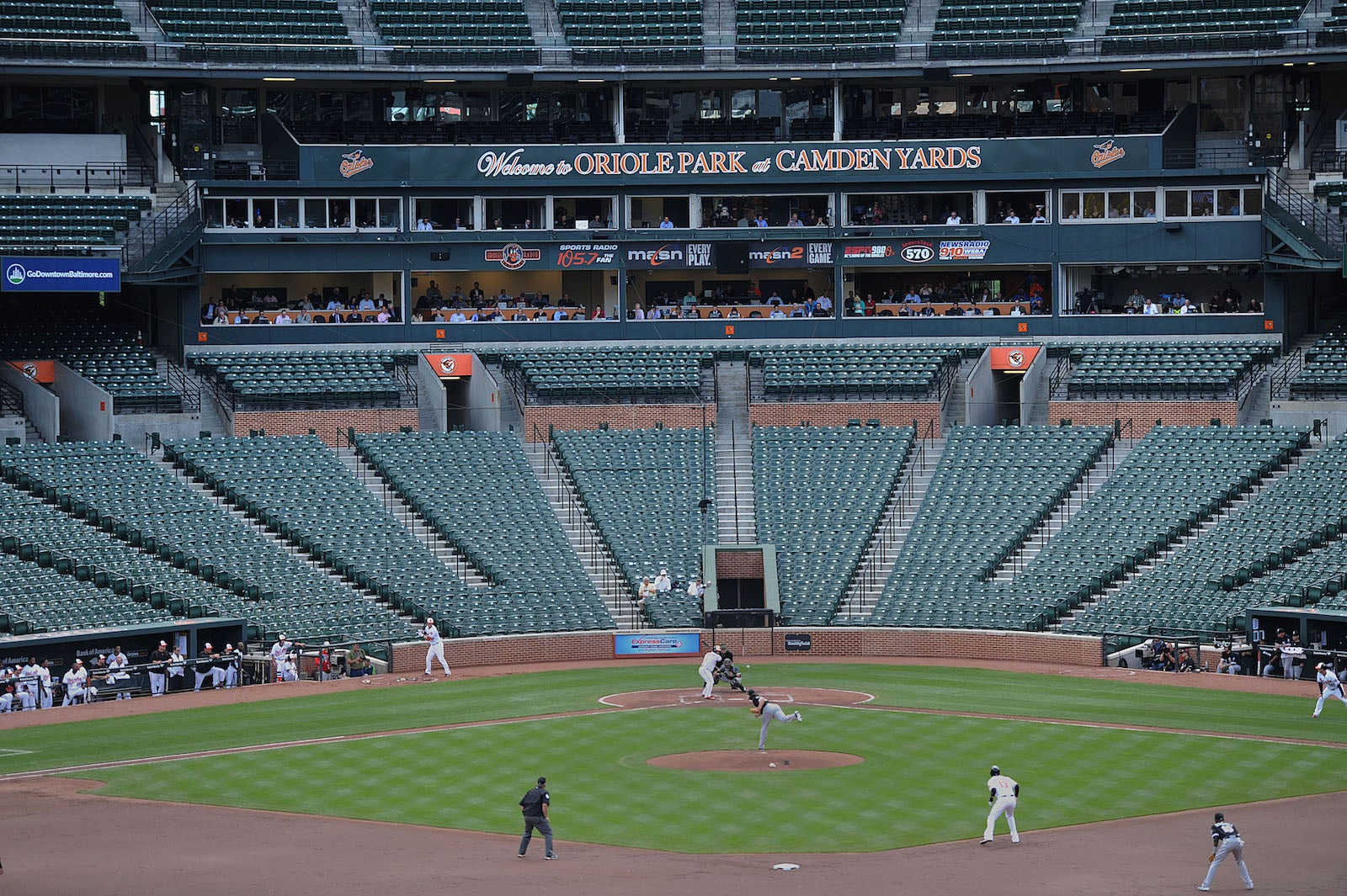 Photos An Empty Stadium Hosts Mlb Baseball Game Gizmodo Australia