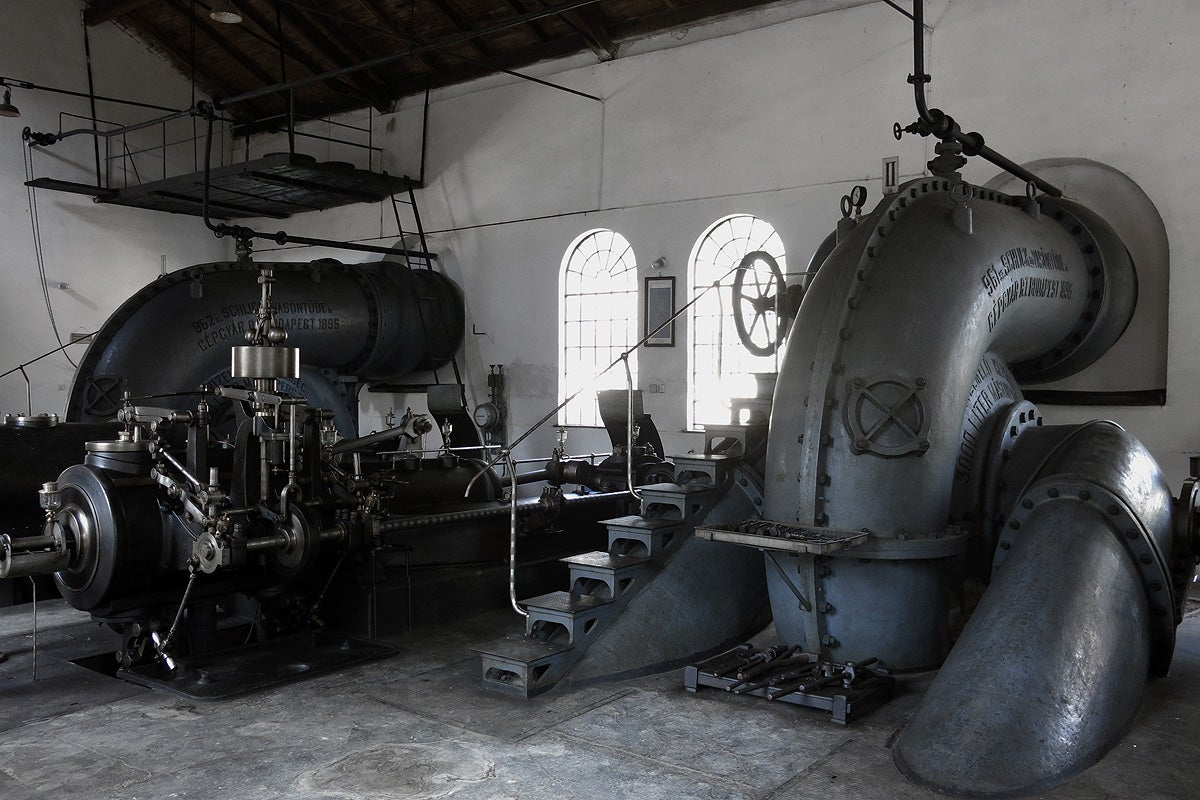 steam engine essay The astonishing development of the present century is in a really great grade due to the innovation and betterment of the steam engine and to the originative application of its power to sorts of work that once taxed the physical energies of the human race.