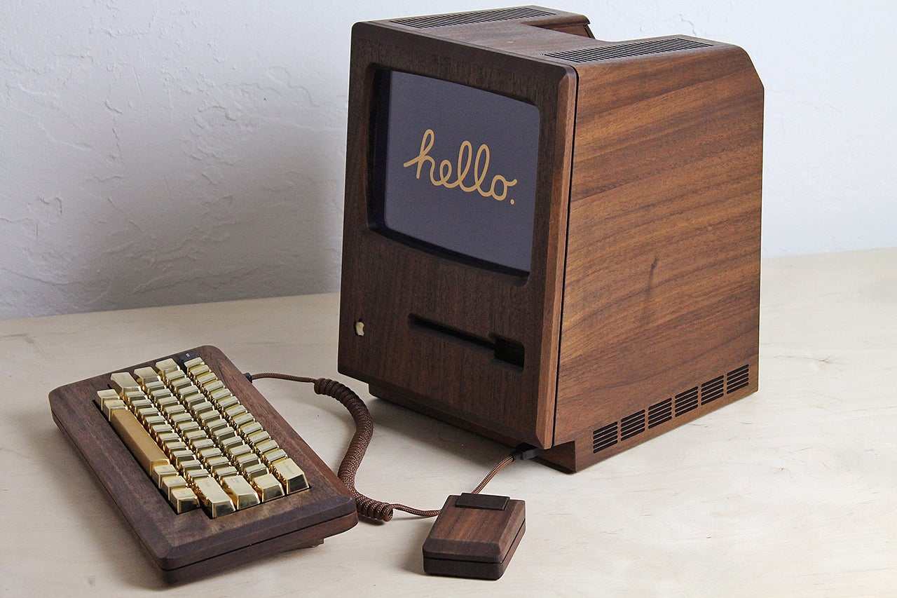 A Wooden Macintosh Replica Proves the Original Deserved a Flashy Gold Keyboard