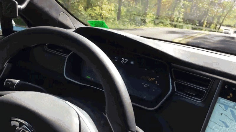 Autopiloted Teslas Screwing Up Proves Self-Driving Cars Aren't Quite Here Yet