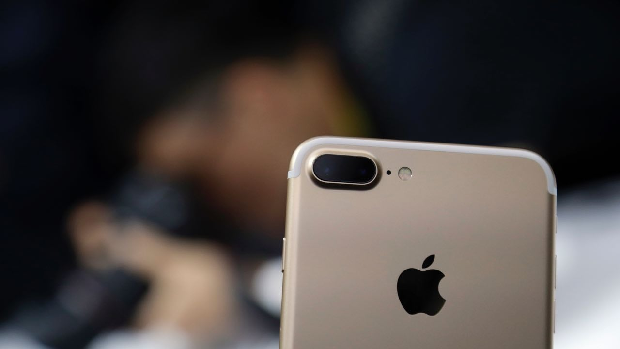 Apple Finally Got Me To Buy A Huge Phone