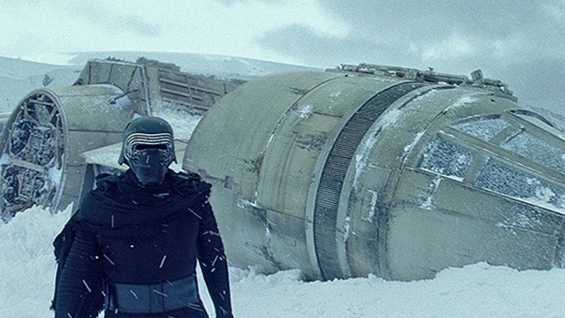 Our First Glimpse at The Force Awakens' Deleted Scenes