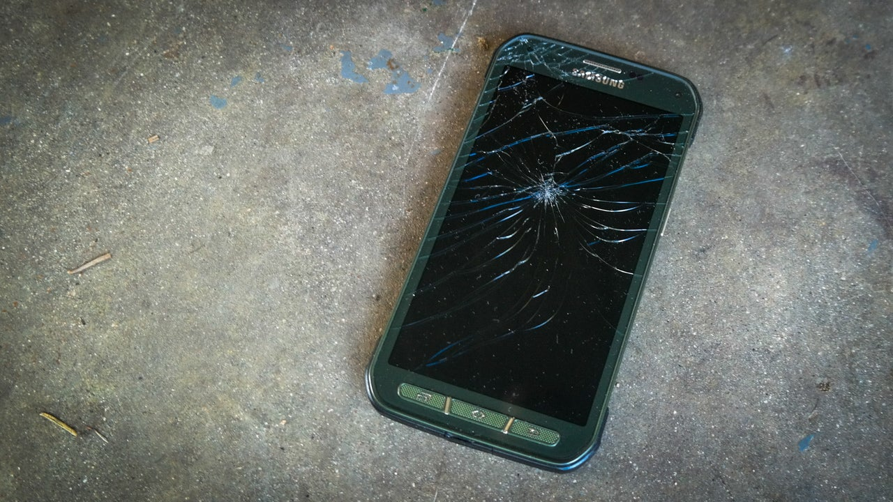 Rugged Phones Are Bullshit, Here's How To Make Them Better