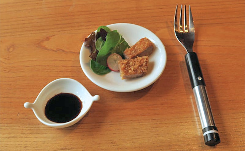 This Electric Fork Simulates a Salty Flavour By Shocking Your Tongue