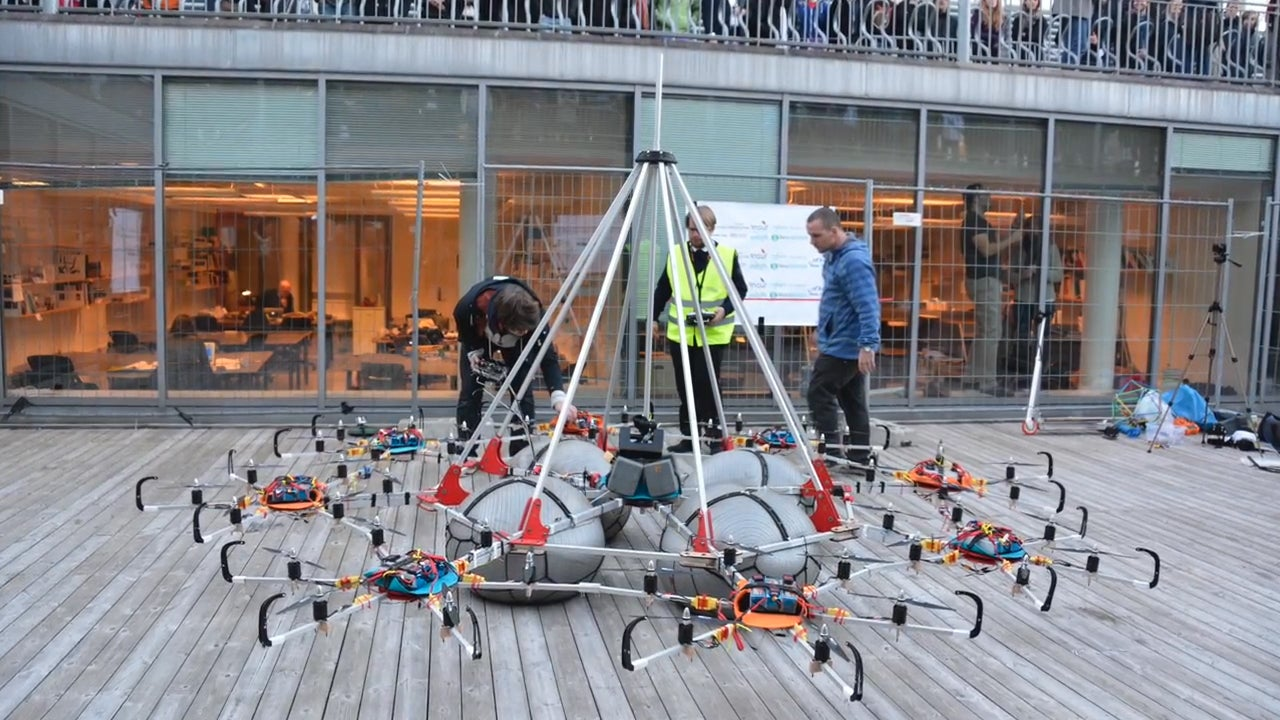 Giant Voltron Drone Lifts 61kg For a New World Record