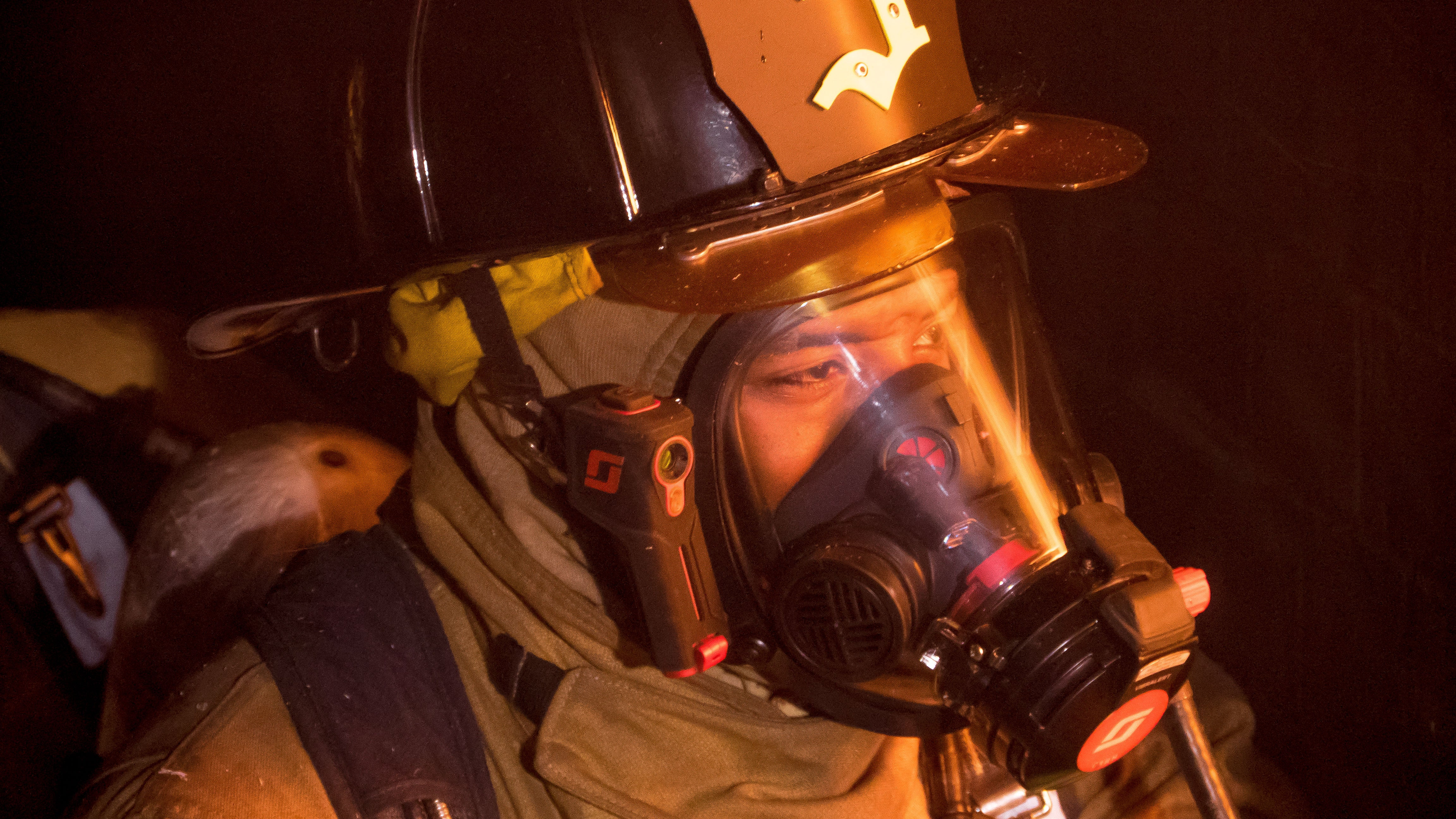This Thermal Imaging Helmet Gives Firefighters Predator Vision