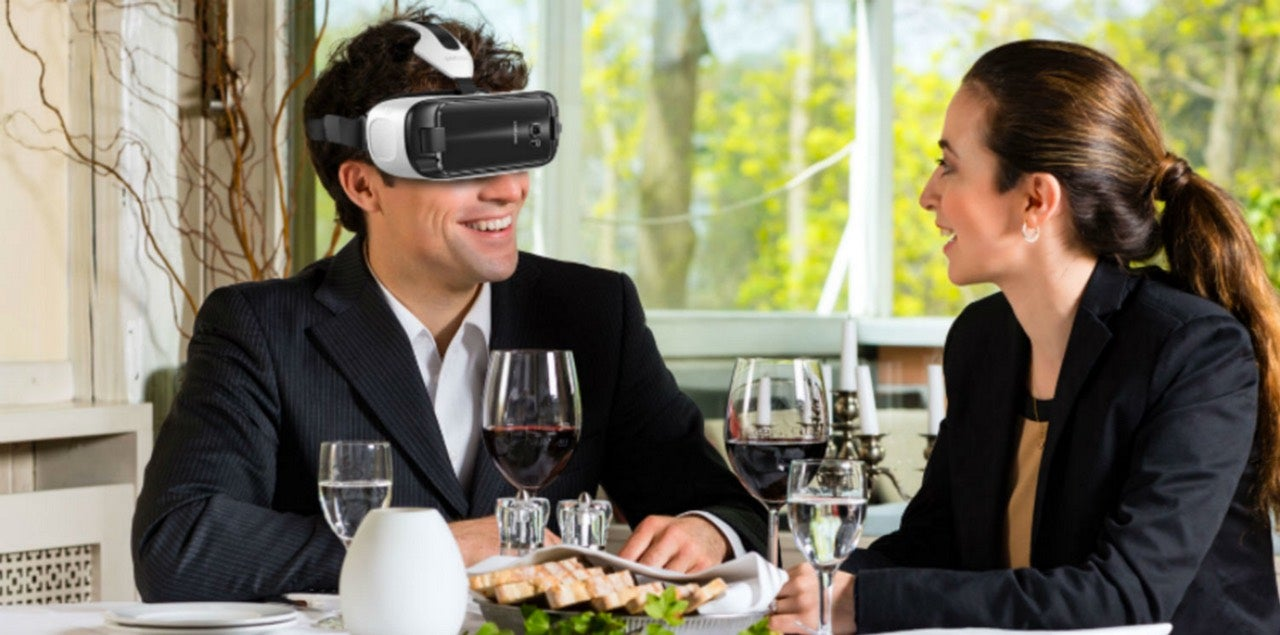 The Future of Dining is Strapping a Smartphone to Your Fucking Face