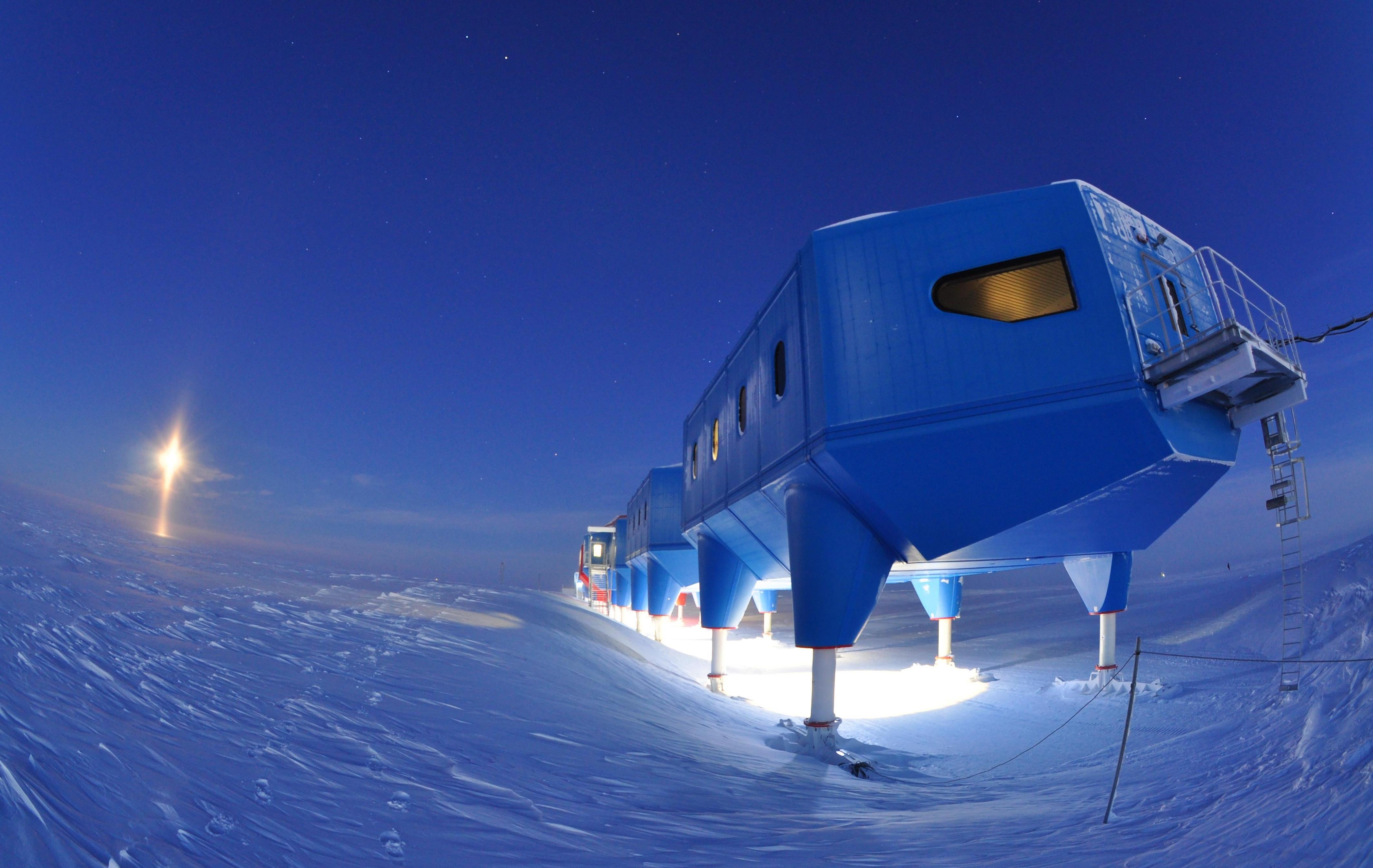 Crack in Antarctic ice shelf threatens research station
