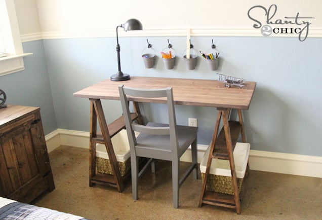build your own sawhorse desk for more work space lifehacker