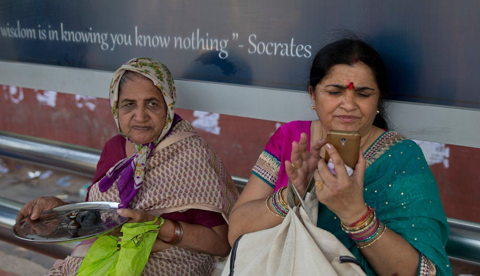 Every Phone Sold In India Will Soon Have A Panic Button For Women's Safety