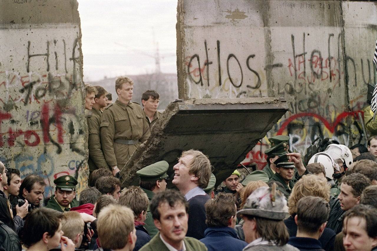 25 Years After the Wall Fell, Berlin Is a Haven for Cyber Rebellion