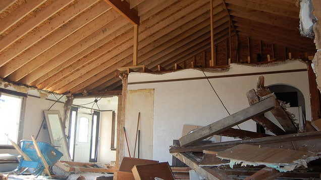 How to identify a load bearing wall lifehacker australia for Can a load bearing wall be removed