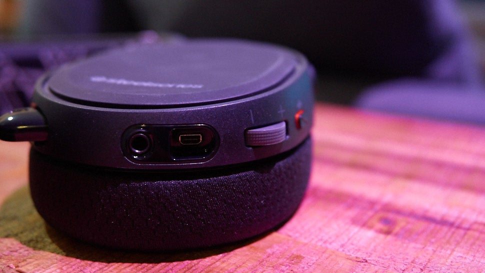steelseries arctis 5 gaming headset the gizmodo review. Black Bedroom Furniture Sets. Home Design Ideas