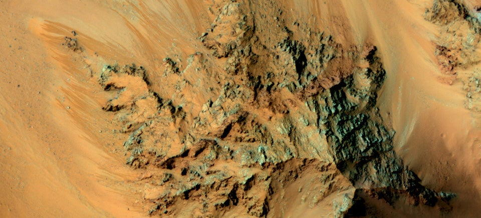 These Martian Flows Could Be Caused By Seeping Water