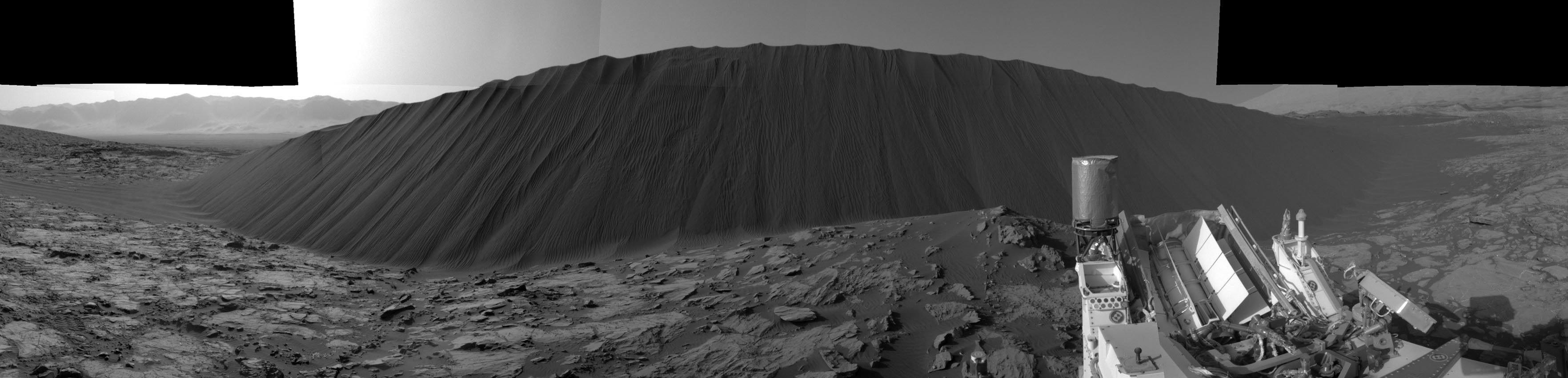 See Curiosity Cruise Around Gigantic Martian Dunes in These Stunning New Panoramas