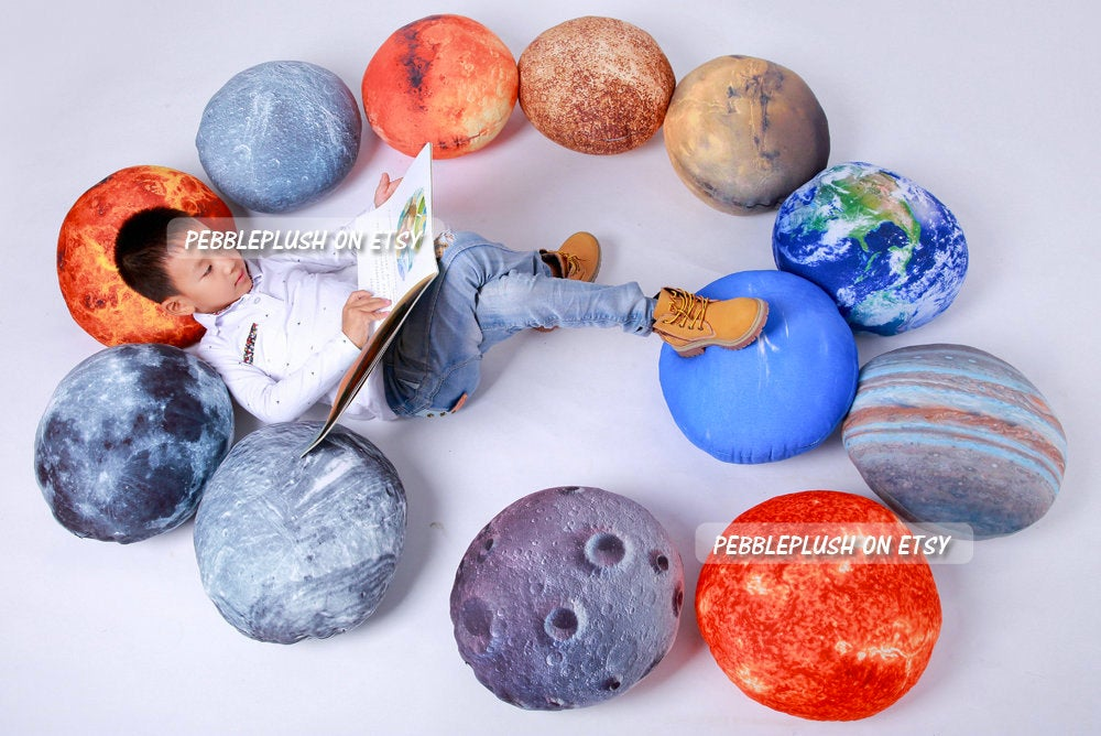 Planetary Pillows Let You Sleep With Our Solar System
