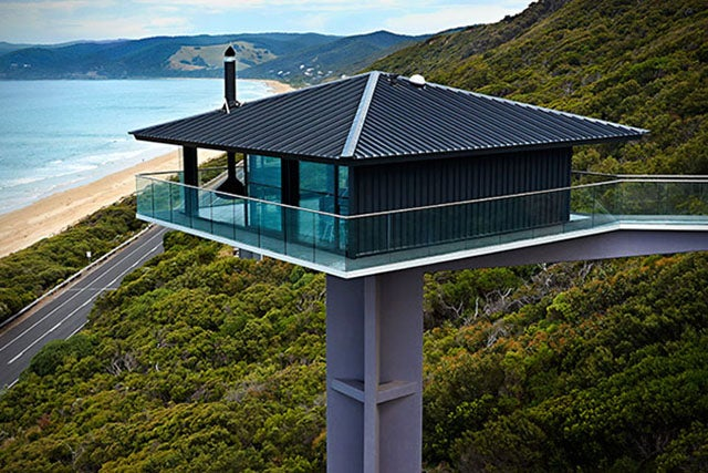 This coastal australian house looks like it 39 s floating for Holiday home designs victoria