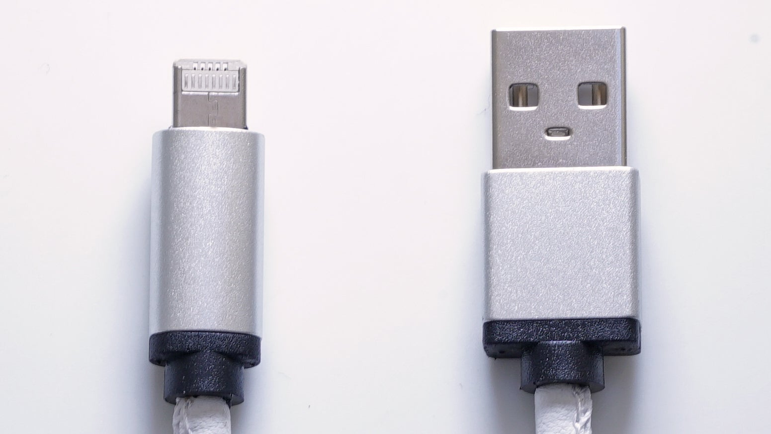 Genius Charging Cable Works on Both iOS and Android Devices at the Same Time