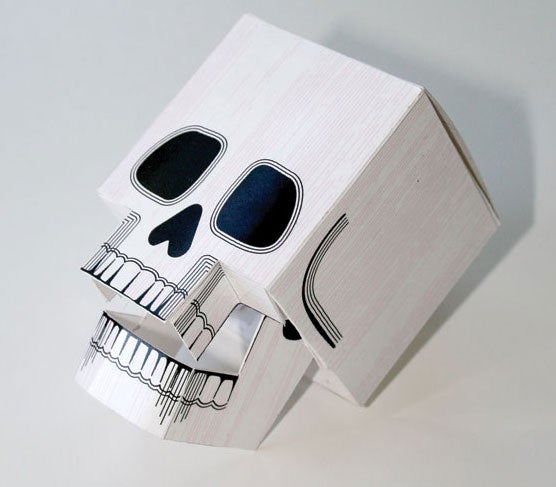 Papercraft imorimible y recortable de la cabeza de un esqueleto. Manualidades a Raudales.