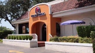 Taco Bell employee threatens customer with machete