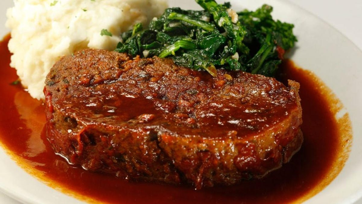 A golf club chef reveals the secrets to making perfect meatloaf