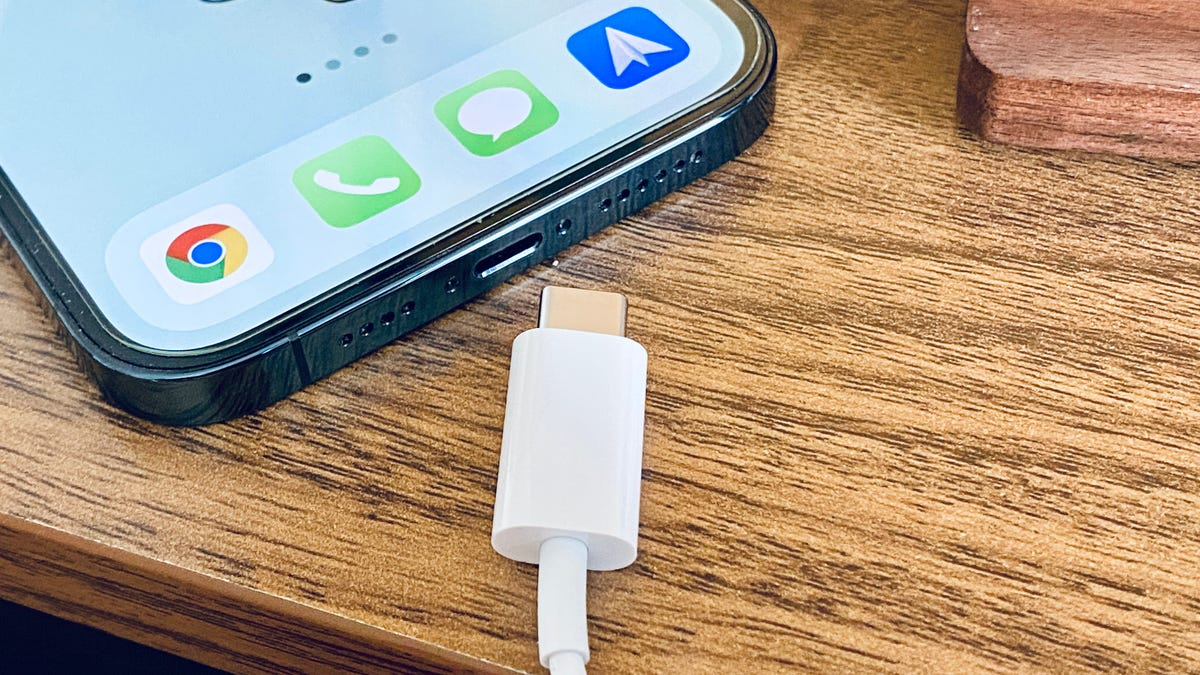 Apple May Be Forced to Embrace USB-C on Future iPhones