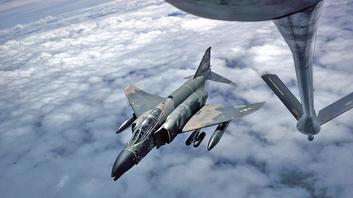 The Time A Tanker Saved A Fighter That Was Falling Apart Over The Atlantic