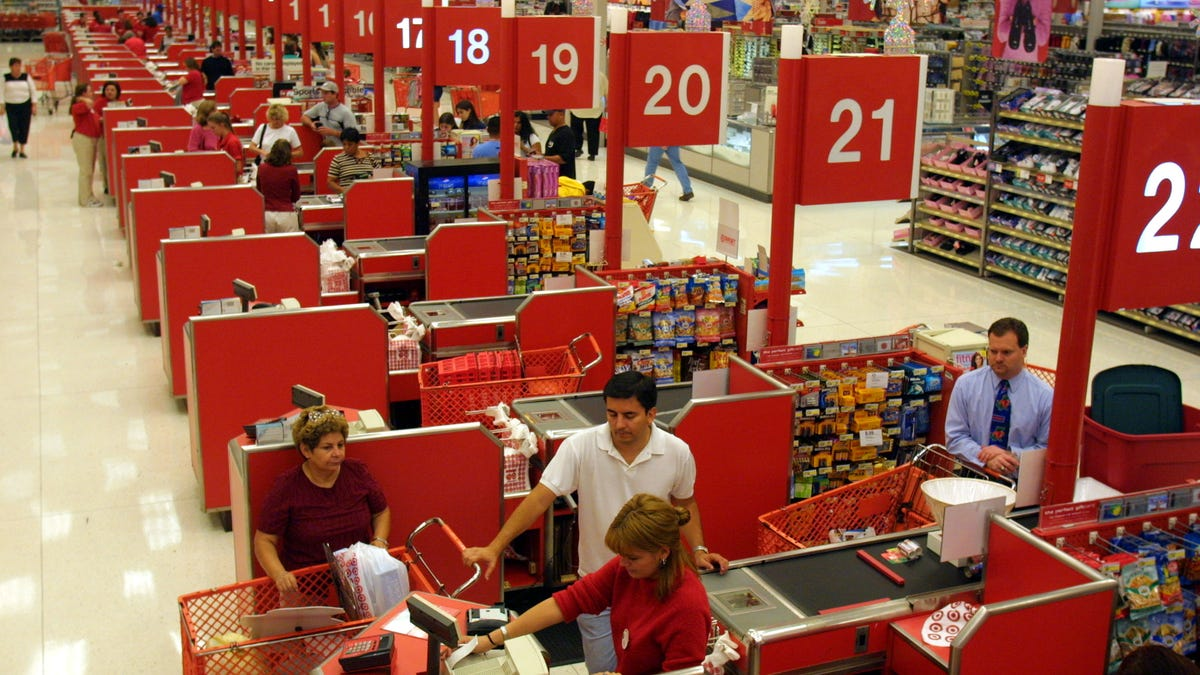 Retail Workers Are Leaving Their Jobs En Masse Because They're Over Being Treated Like Crap