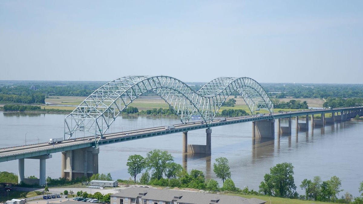 Structural Crack Closes Mississippi River Interstate Bridge Indefinitely