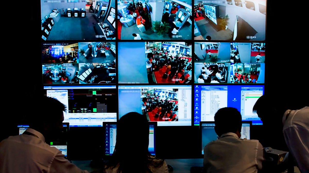 Everything You Need to Evade the Feds When You're Under Surveillance