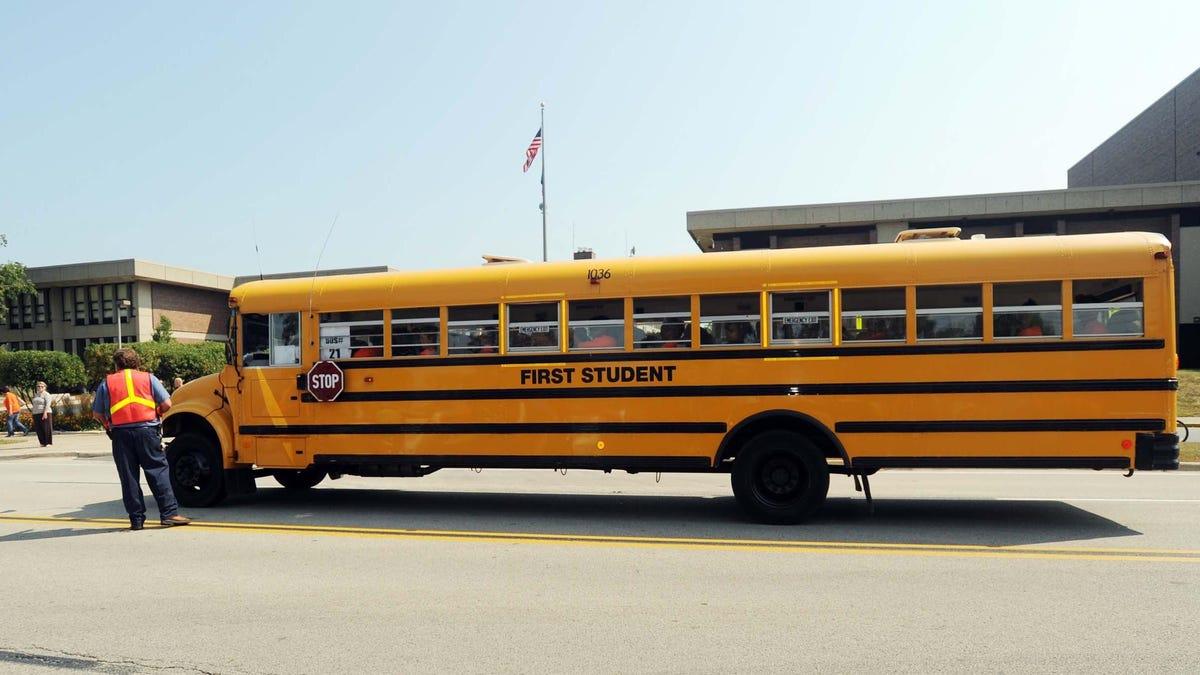 Nachdem Schulbusfahrer wegen der Impfpflicht gekündigt haben, bittet Chicago Uber und Lyft um Hilfe€