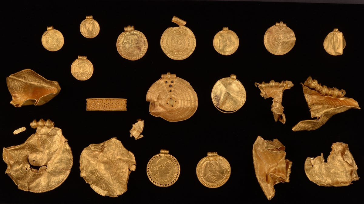 Un buscador de metales novato encuentra un asombroso tesoro
