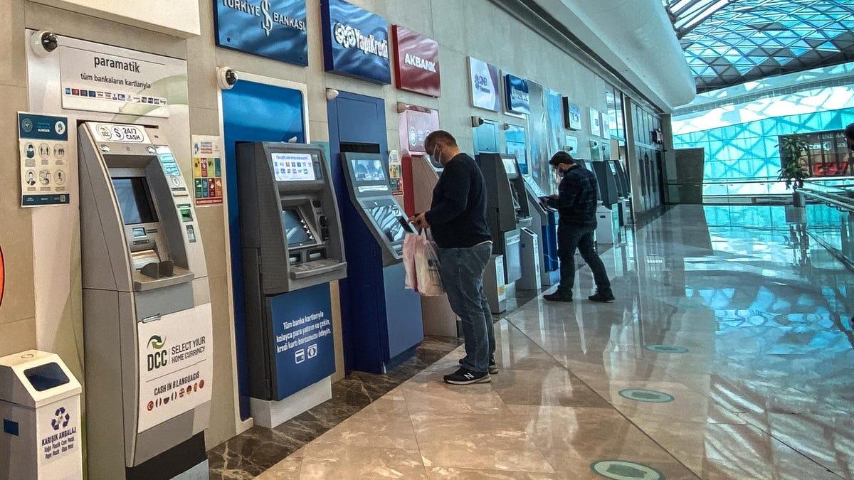 Hacker Breaks ATMs Using Only a Handy Cellphone