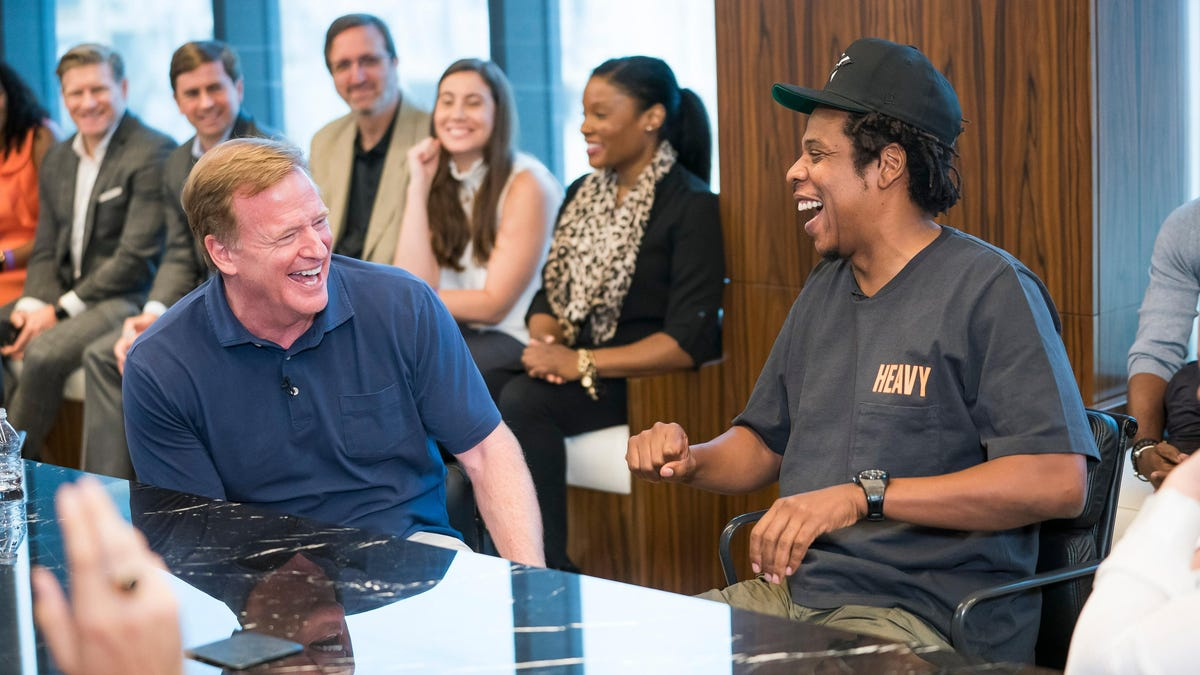 Kap masih menganggur, tetapi Jay-Z memiliki andil dalam pertunjukan paruh waktu Super Bowl yang akan datang.