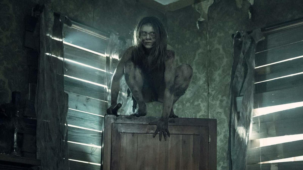 The Walking Dead Goes Behind-the-Scenes of Last Episode's Feral Goofballs