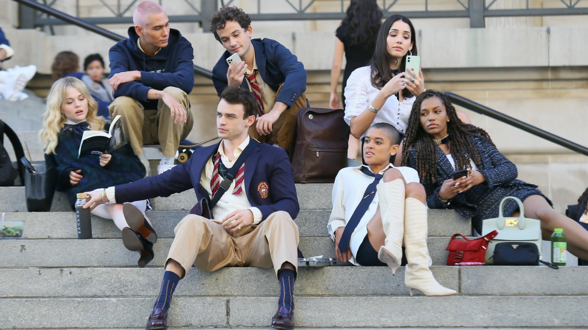 Gossip Girl's New Trailer Has Boys Kissing Boys, Girls Kissing Girls, Everyone Kissing Everyone Else