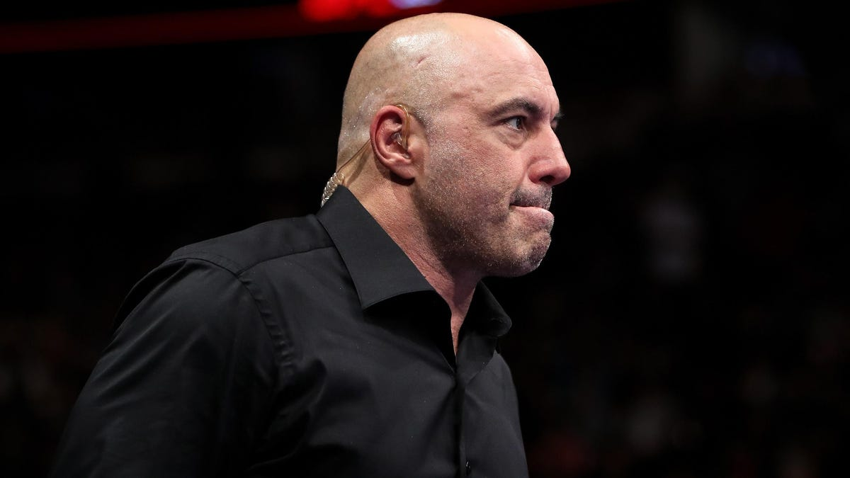 """Joe Rogan is actually 5'3"""" now and no one can change our minds"""