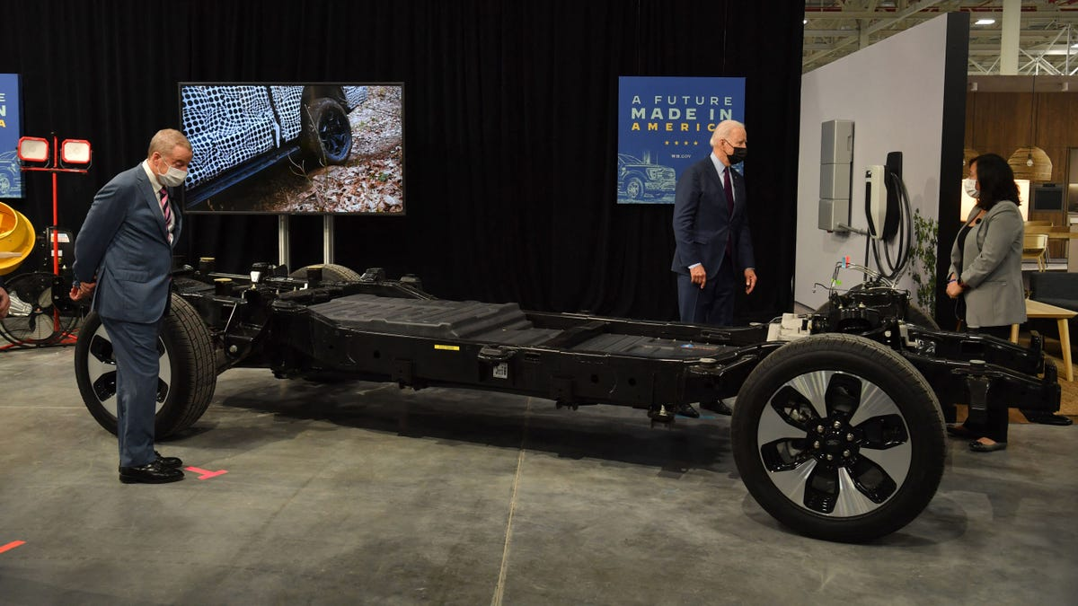 Ford F-150 Lightning's Battery Alone Weighs As Much As A Volkswagen