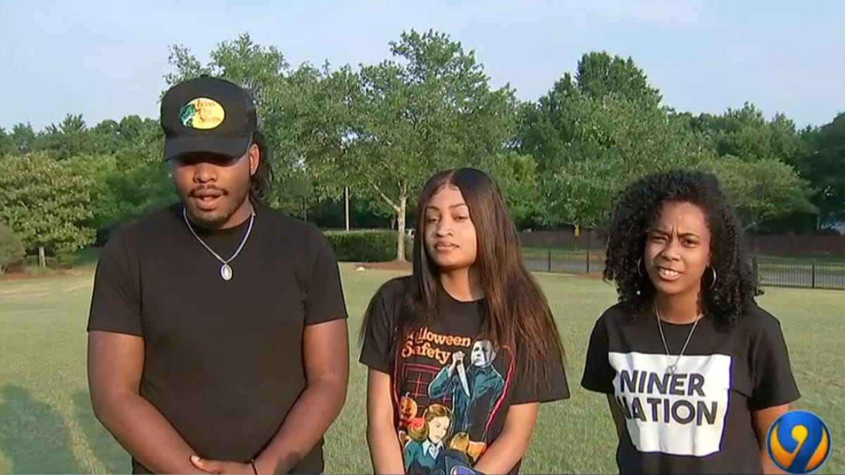 NC Amusement Park Employees Walk Out After Accusing Manager of Racism After 'Nappy-Head' and 'Bunch of Monkeys' Comments