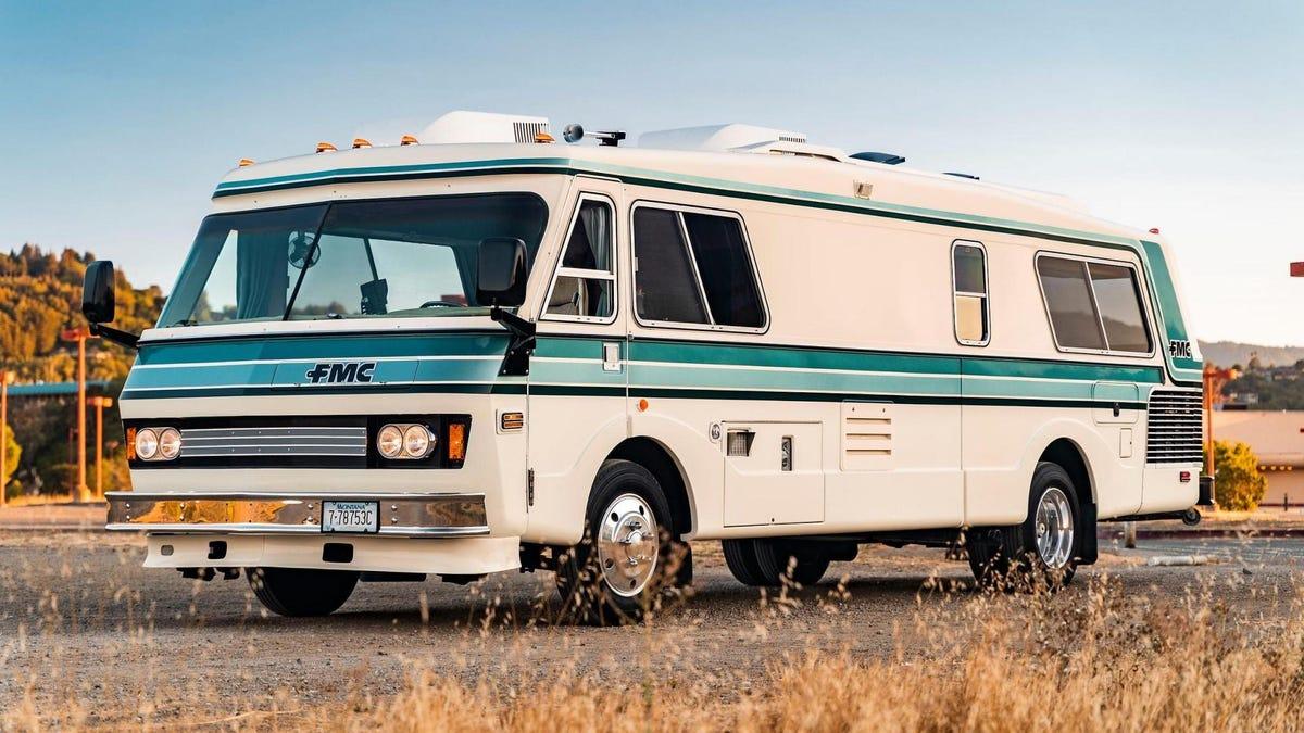Dieses prächtige Wohnmobil kombiniert Vintage-Look mit moderner Duramax-Power